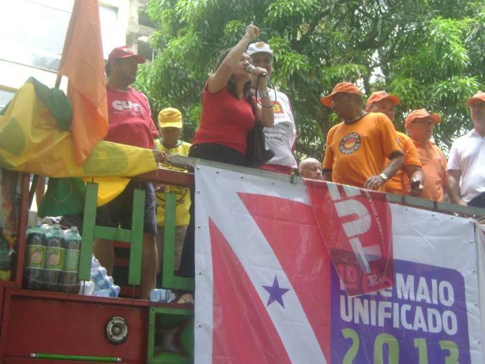 Vereadora Sanda Batista (PcdoB Belém) defende a Regulamentação dos Meios de Comunicações em discurso no 1 º de Maio.